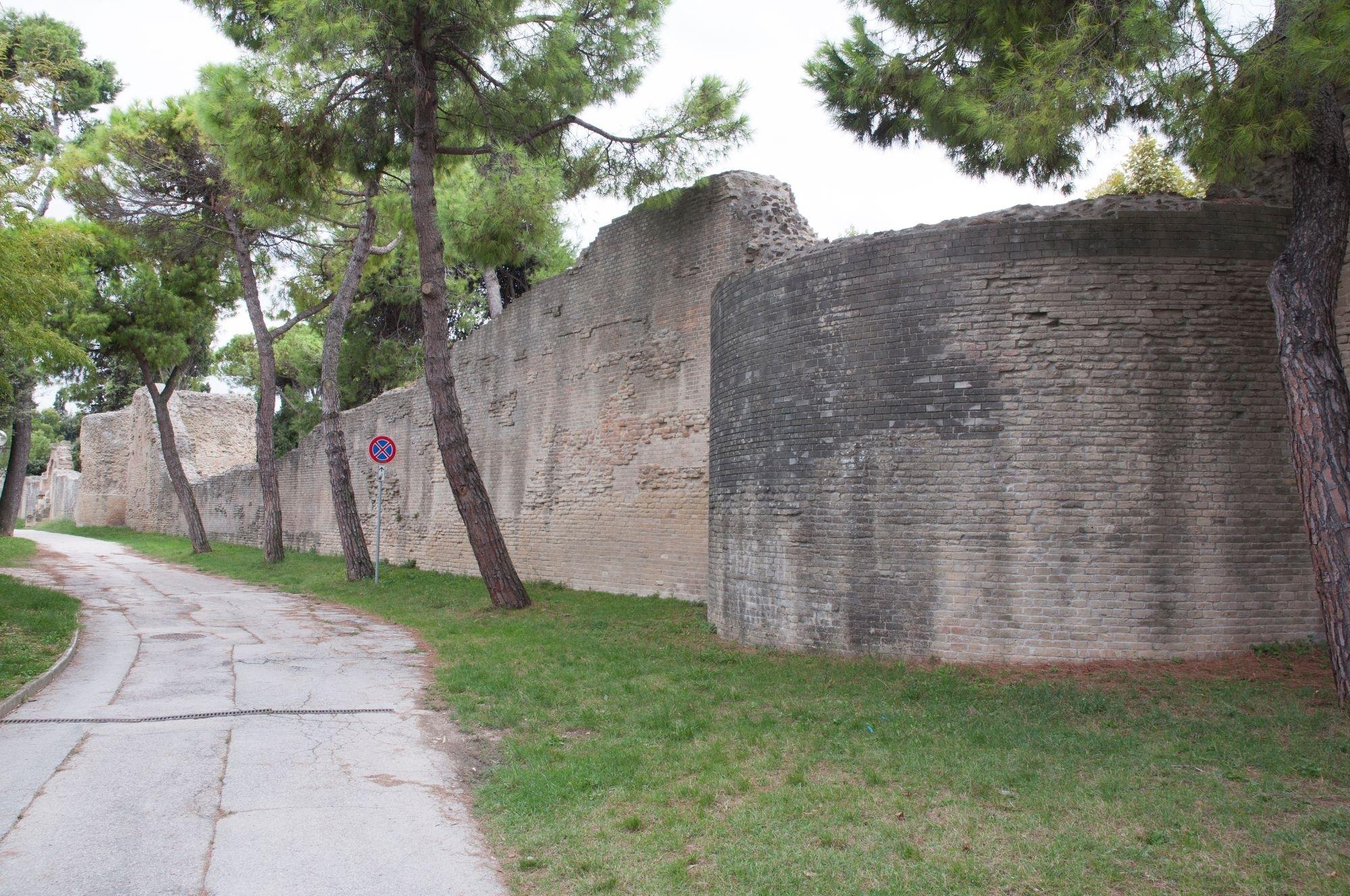 Le mura di Fanum Fortunae