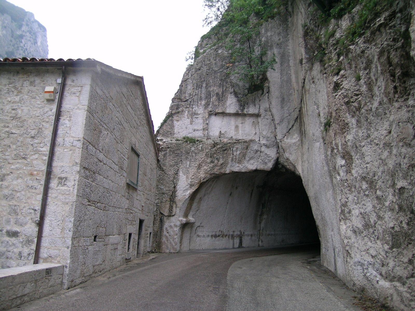 Galleria di Vespasiano, la Gola del Furlo