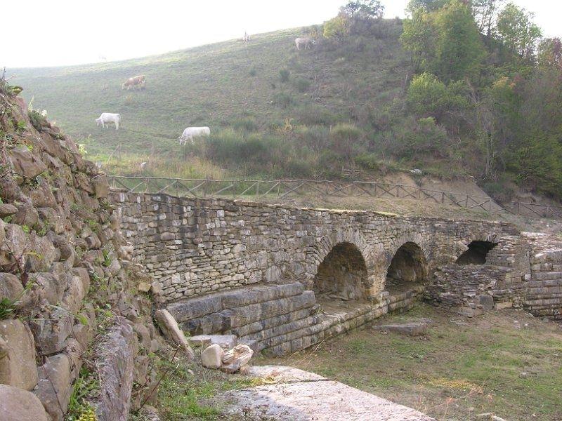 Ponte tre archi di Pontericcioli a Cantiano