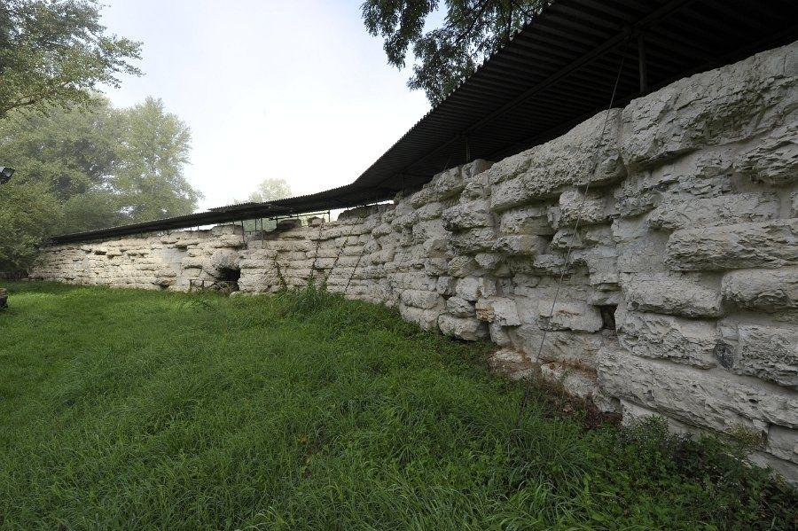 Viadotto presso l'abbazia di S. Vincenzo al Furlo